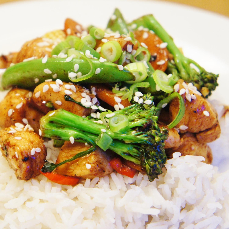 أرز صيني بالخضار والدجاج